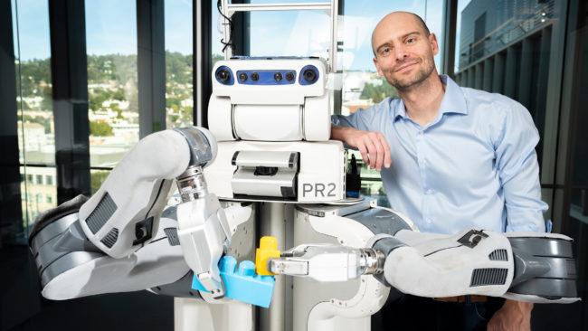 BRETT the robot and Pieter Abbeel